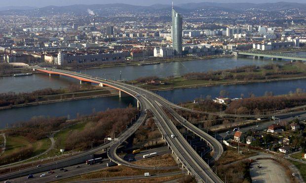 Die Brigittenauer Brücke mit Auffahrt zur A22.