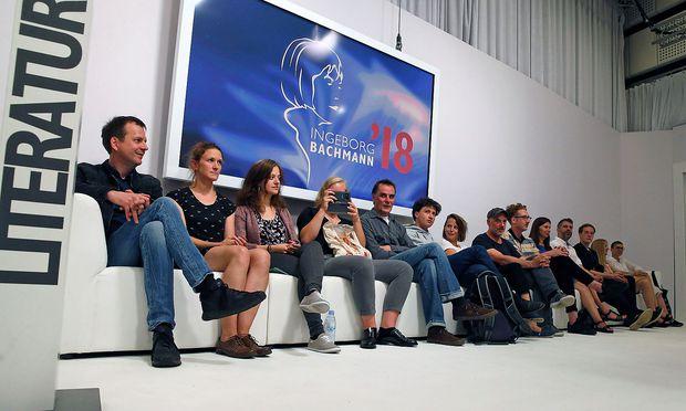 Die Autoren bei der Eröffnung des Literatur-Wettbewerbs.
