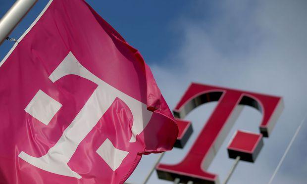Deutsche Telekom hebt Ergebnisprognose wegen US-Geschäft an