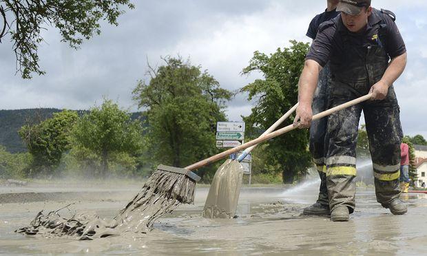 Das Wasser geht langsam zurück, in Ober- und im westlichen Niederösterreich beginnen die Aufräumarbeiten wie hier nahe Melk.