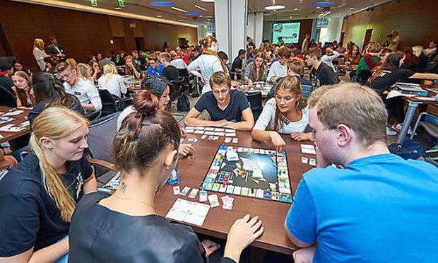 Spielen und für das Arbeitsleben lernen: Einblick in eines der Schoolgames-Turniere.