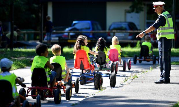 Verkehrserziehung für Kinder ist obligat – für deren Eltern plant die Salzburger Politik andere erzieherische Maßnahmen.