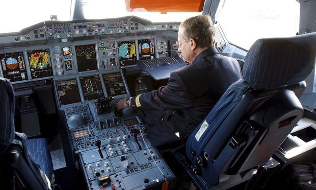 USA AIRBUS A380 SFO ARRIVAL
