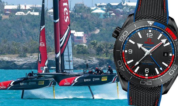 """Omega """"Seamaster Planet Ocean ETNZ Deep Black Master Chronometer"""": In der mattschwarzen Vollkeramikuhr tickt die neueste, antimagnetische Uhrwerkegeneration mit GMT-Funktion. Preis: 10.400 Euro"""