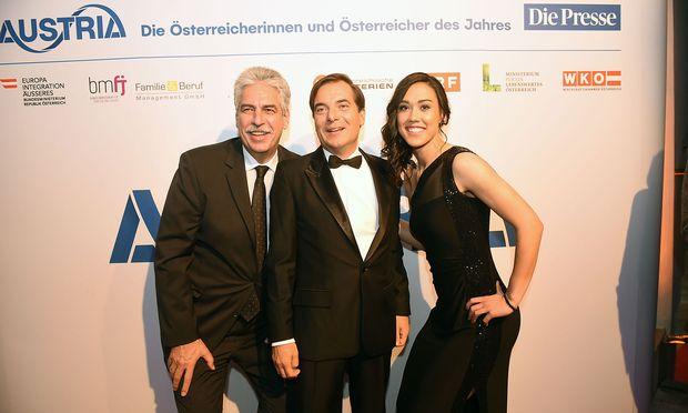 """Finanzminister Hans Jörg Schelling, """"Presse""""-Herausgeber Rainer Nowak und Fußballerin Manuela Zinsberger (v. l. n. r.)"""