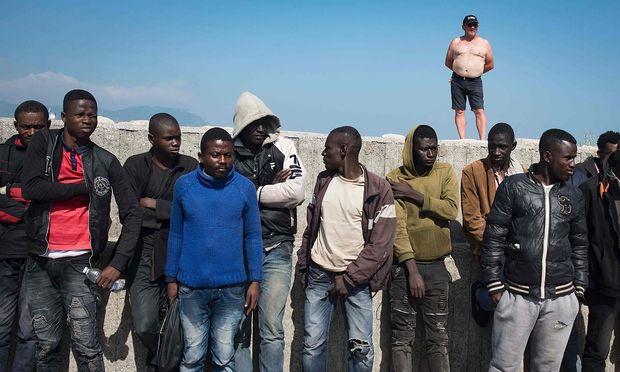 Gerettete Migranten Spanien