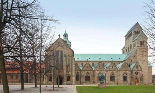 Nutzungsoffen. Der Dom in Hildesheim tauschte Kirchenbänke gegen flexible Bestuhlung.
