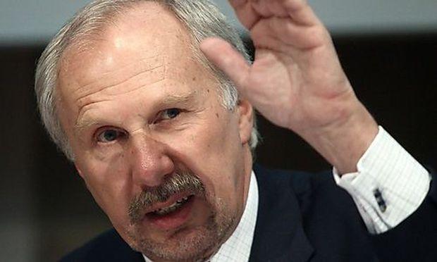 Nationalbank-Gouverneur Nowotny verteidigt die Anleihekäufe der EZB