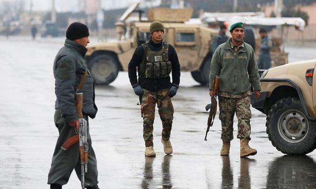 Afghanische Sicherheitskräfte nahe des Anschlagsortes in Kabul.