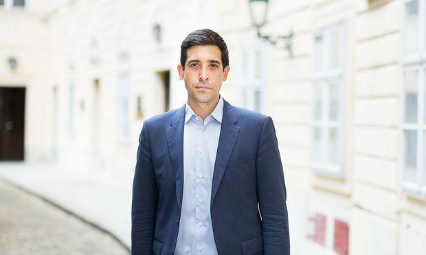 Sebastian Bohrn Mena trat aus der Partei Liste Pilz aus, bleibt aber im Parlamentsklub.