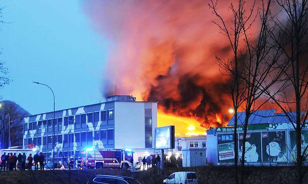 Etwa 200 Feuerwehrleute standen im Einsatz.