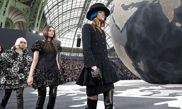 Lagerfeld umarmt die Welt - Saint Laurent zeigt Grunge