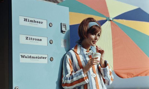 Wer bei einem Getränkeautomaten eine Himbeerlimonade kauft, schließt einen Smart Contract – ganz ohne Blockchain- Technologie im Hintergrund.