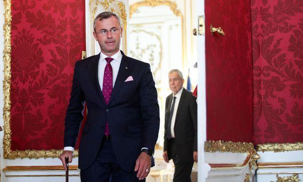 Norbert Hofer, im Hintergrund Alexander Van der Bellen