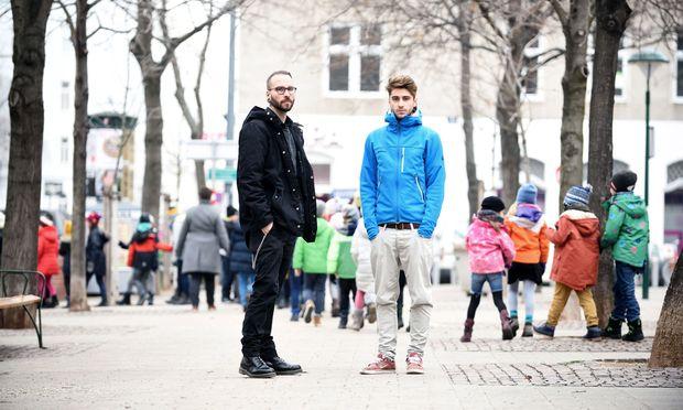 Jerome Trebing und sein Kollege Timo Sztatecsny (v. l.), Streetworker in Wieden.