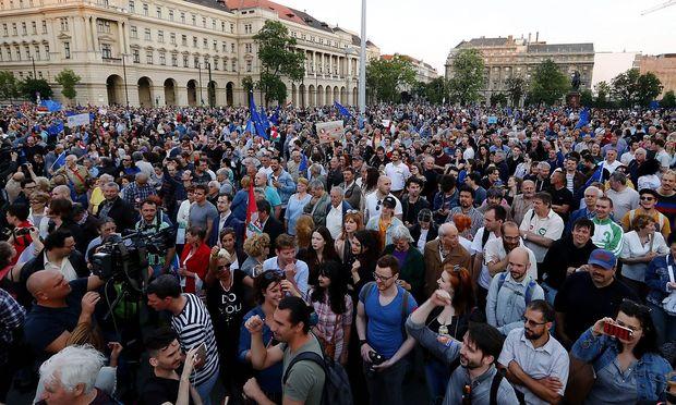 Vertragsverletzung durch NGO-Gesetz: EU startet Verfahren gegen Ungarn