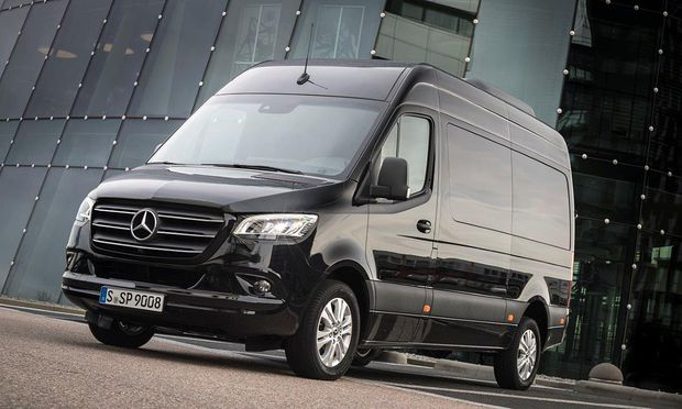 Neuer Sprinter. Mit seinem Paradetransport will Mercedes jetzt auch als Logistik-Komplettanbieter durchstarten. / Bild: (c) Werk
