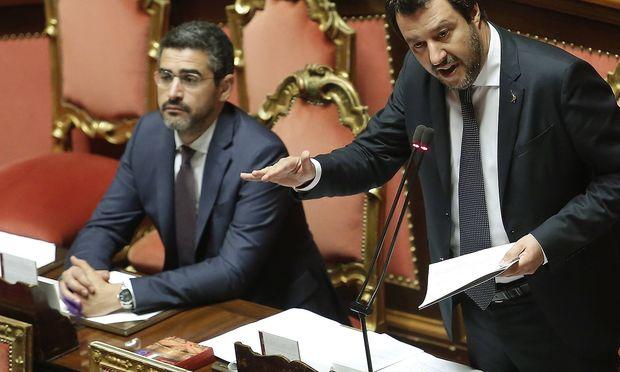 Riccardo Fraccaro (li.) ist gegen eine Doppelstaatsbürgerschaft für Südtiroler, die Partei von Lega-Chef Salvini (re.) gibt sich zurückhaltender.