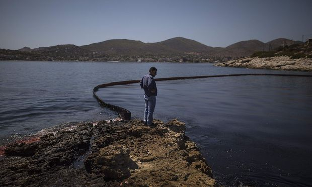 Vor der Insel Salamis ereignete sich eine Umweltkatastrophe.