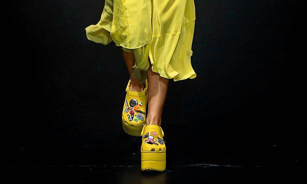 """Mode-Crocs. Die """"Foam"""" von Balenciaga sind im nächsten Frühjahr erhältlich."""