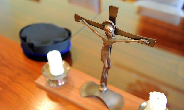 Per Gesetz sollen alle religiösen Symbole aus den Gerichten entfernt werden.