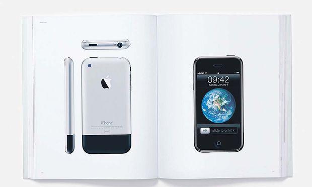 Ein Bild von einem Smartphone: Apple-Produkte in der kürzlich erschienenen Stilfibel des US-Technologiekonzerns.