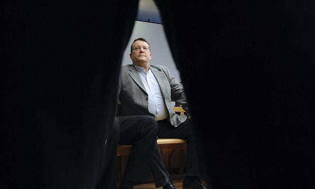 Nach fast acht Jahren Strafhaft wieder in Freiheit: Gottfried Küssel (Bild: Prozessauftakt in Wien, Mai 2012).