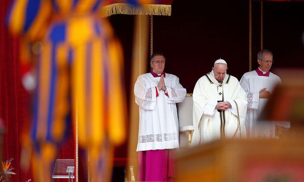 """Papst Franziskus spendet den Segen """"Urbi et Orbi"""""""