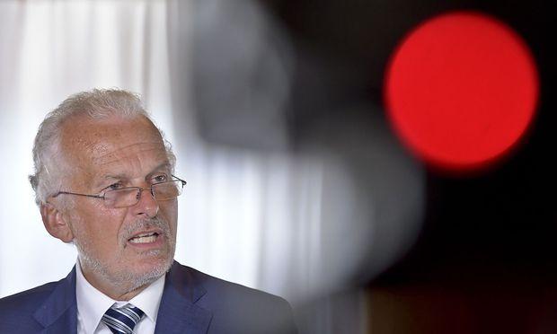 Justizminister Josef Moser (ÖVP)  ließ klar stellen, dass man gleich zwei Mal beim zuständigen Personalsenat nachgefragt habe, ob die Vorwürfe beim Hearing auch entsprechend behandelt wurden.