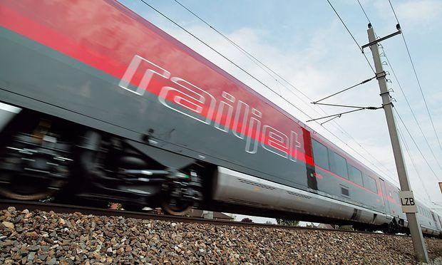 Archivbild: Ein Railjet stand vier Stunden ohne Strom am Arlberg. Die Passagiere durften den Zug nicht verlassen.