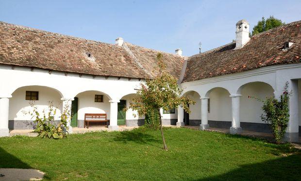 Ein Zwerchhof aus dem Weinviertel: Eines von rund 80 Gebäuden in Niedersulz.