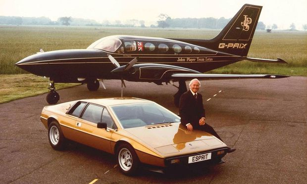 Da war eine Zukunft als chinesische Konzernmarke noch schwer vorstellbar: Lotus-Gründer Colin Chapman mit dem Esprit von 1976.