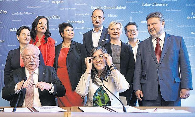 Die neue Wiener Stadtregierung wurde am Samstag offiziell aus der Taufe gehoben – mit bekannten Gesichtern, aber einer neuen Verteilung der Verantwortung.