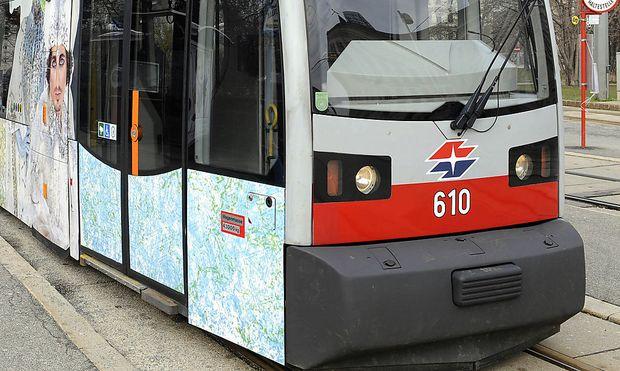Wien: Lkw-Ladekran legte Straßenbahnlinie 2 lahm (Symbolbild)
