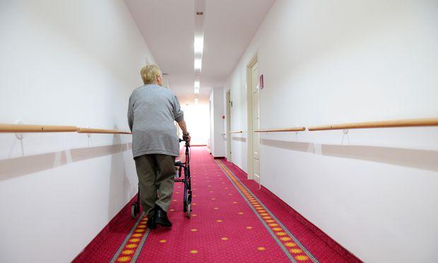 Schelling übt Kritik an Pflegeregress-Abschaffung
