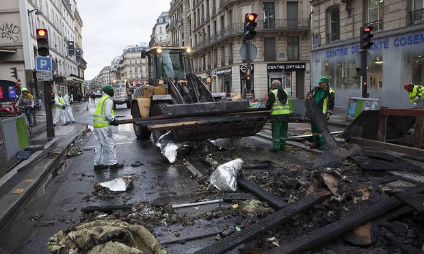 December 2 2018 Paris France Damage and graffiti after Saturday s Gilets Jaunes protests on Av