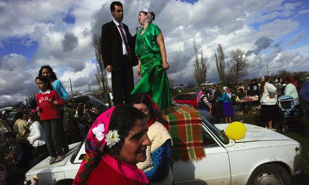 Der große Tag der Roma-Brautschau in Stara Sagora, Zentralbulgarien. Eine alte Tradition, die bei manchen Jungen indes nicht mehr so wahnsinnig gut ankommt.