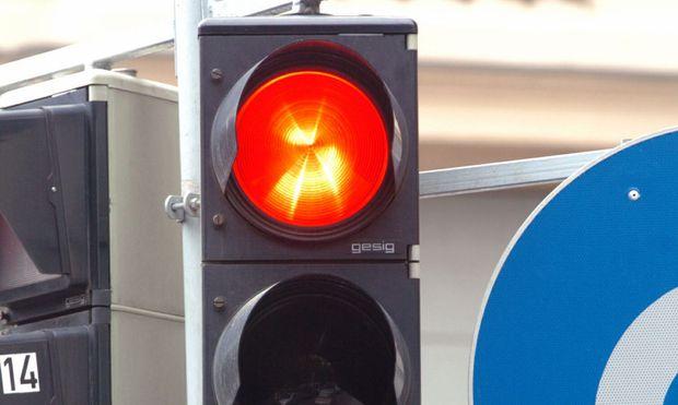 Die TU Wien soll eine Studie zum Pilotversuch ''Rechtsabbiegen bei Rot'' durchführen.
