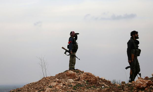 """Die von der Türkei unterstützte """"Freie Syrische Armee"""" vor Afrin."""