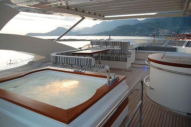 Luxusyachten innenausstattung  Ausverkauf: Hypo verscherbelt Yachten und Luxuskarossen ...