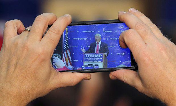 Offene Leitung - Trump verteilt Handynummer unter Regierungschefs