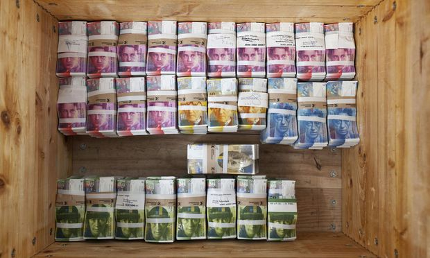 Der starke Schweizer Franken bleibt ein Problem für Kreditnehmer in Österreich. / Bild: (c) EPA