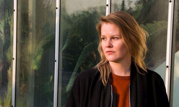 """""""Die Leute schlagen sich die Köpfe ein und wir beschäftigen uns nur mit uns selbst"""": Die 31-jährige Theresia  Enzensberger isstraut """"linker"""" wie rechter"""" Dogmatik."""