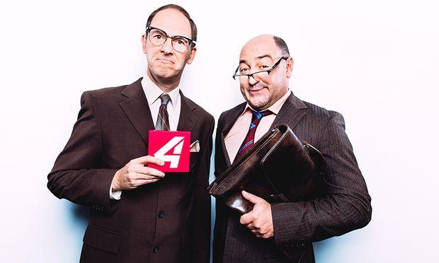 Christian Hölbling und Rudi Roubinek in ihren Rollen in der Satiresendung ''Vurschrift is Vurschrift''