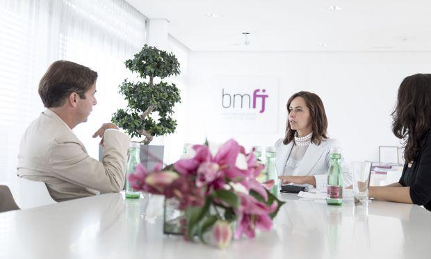 Sophie Karmasin beim Gespräch mit Rainer Nowak und Iris Bonavida
