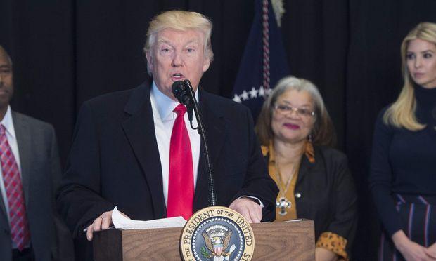 Trump hebt Obamas Anweisung im Transgender-Toilettenstreit auf