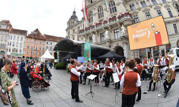 An acht Plätzen in der Grazer Innenstadt und mit verschiedensten Facetten präsentierte sich die Diözese Graz-Seckau zu ihrem 800-Jahr-Jubiläum.