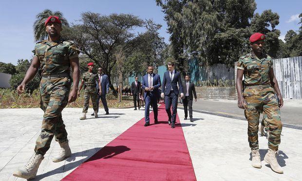 Empfang mit militärischen Ehren in Addis Abeba. Bundeskanzler Sebastian Kurz zu Besuch bei Äthiopiens Premier, Abiy Ahmed.