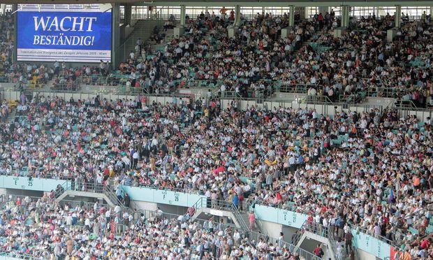 Archivaufnahme: Zeugen Jehovas im Ernst-Happel-Stadion, 2009