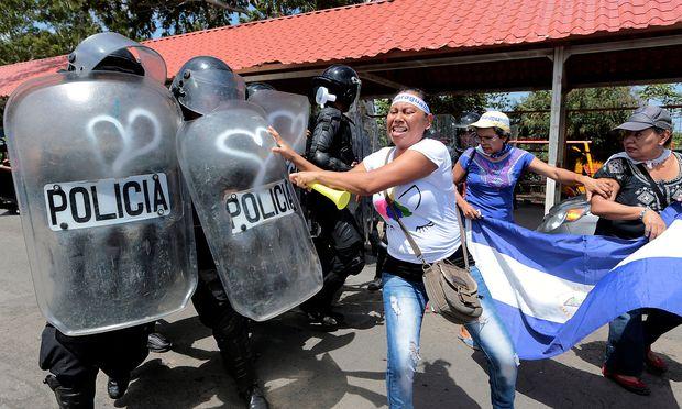 Polizei und Demonstranten gerieten in Nicaragua aneinander.
